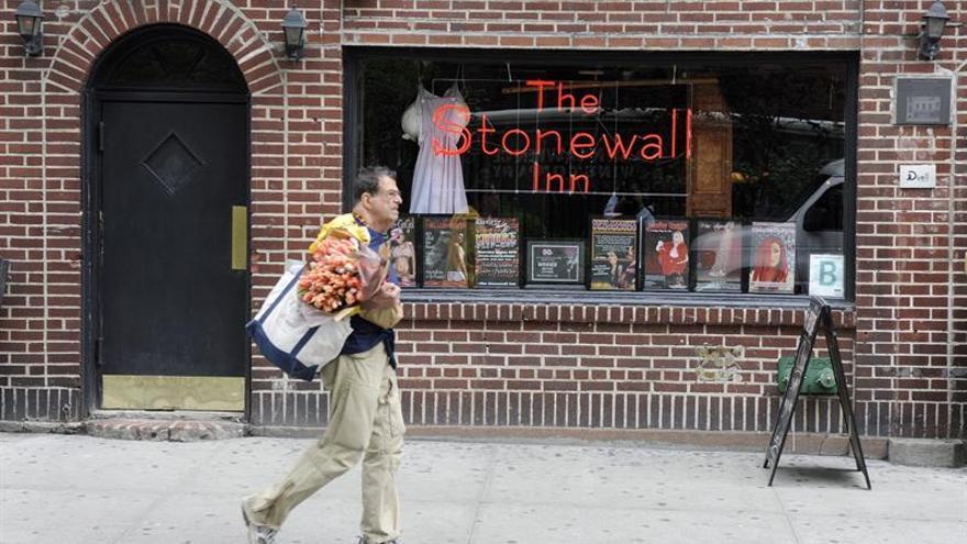 Obama designa al bar Stonewall Inn como el primer monumento por los derechos de los gais en EE.UU.