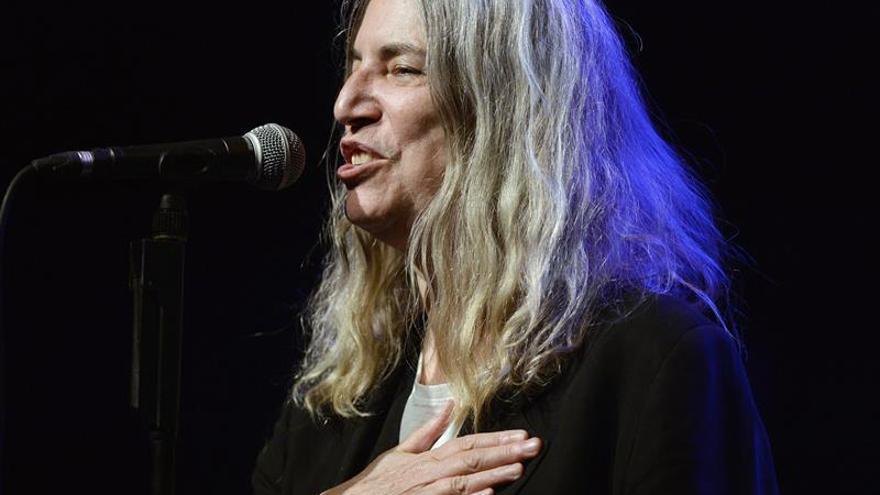 Patti Smith: Prefería el Nobel para Murakami y un premio especial para Dylan