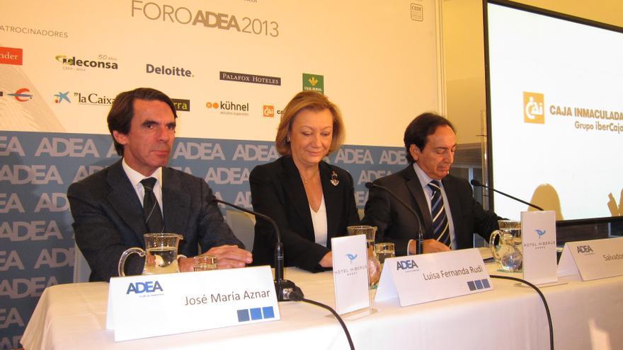 Aznar dice que se está saliendo de la crisis, elogia la reforma laboral y pide una fiscal