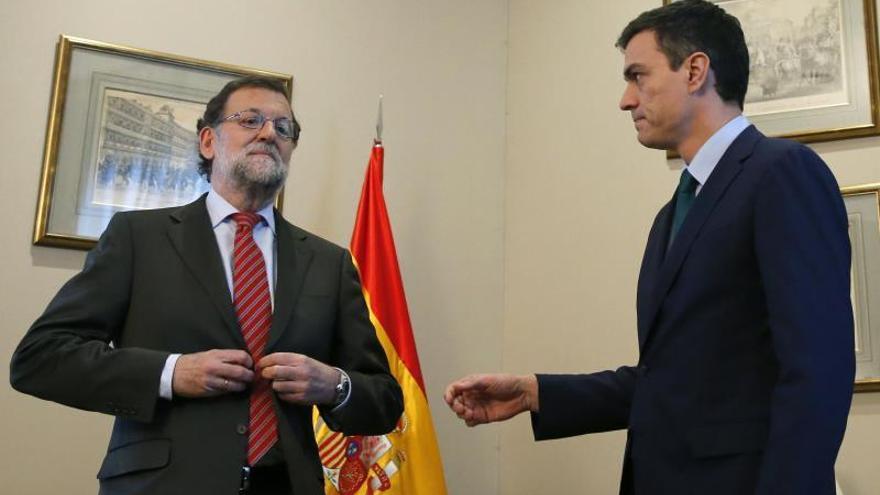 Rajoy dice que Sánchez se compromete con él a mantener los grandes pactos de Estado