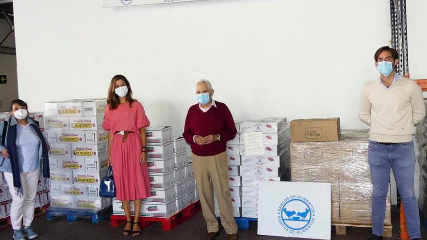 Entrega de comida por parte del Hospital La Arruzafa al Banco de Alimentos.
