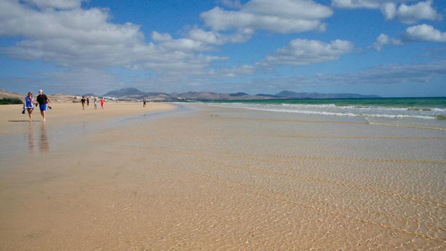 Playa de Sotavento, una de las más grandes de la isla de Fuerteventura.