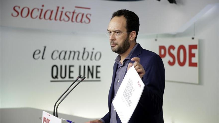 """El PSOE pide a Rajoy no ser """"cicatero"""" y que España acoja a 4.000 refugiados"""