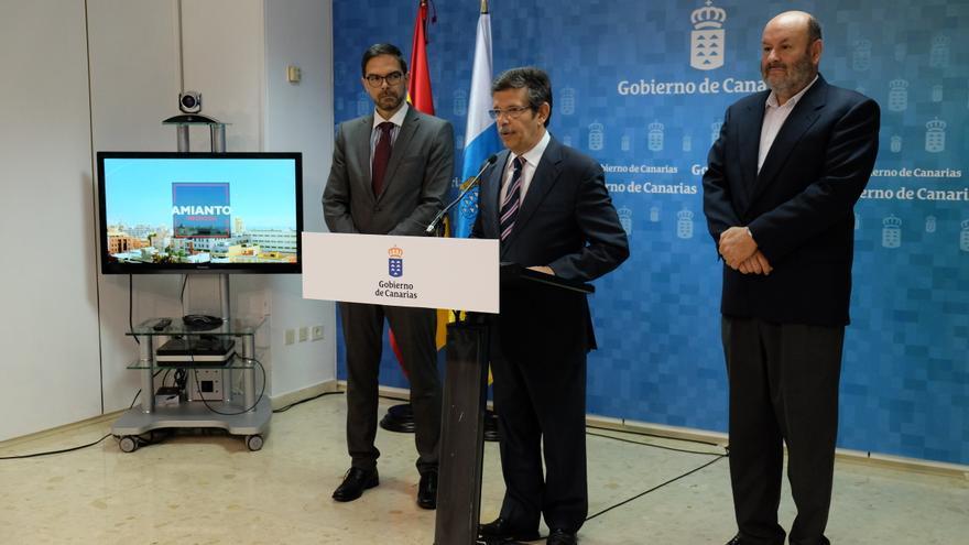 José Miguel González, Emilio Atiénzar y Elirerto Galván, en la presentación de este lunes, en Santa Cruz