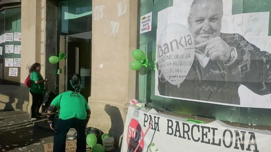 Ocupació de la PAH Barcelona de l'oficina de Bankia de Plaça de Catalunya