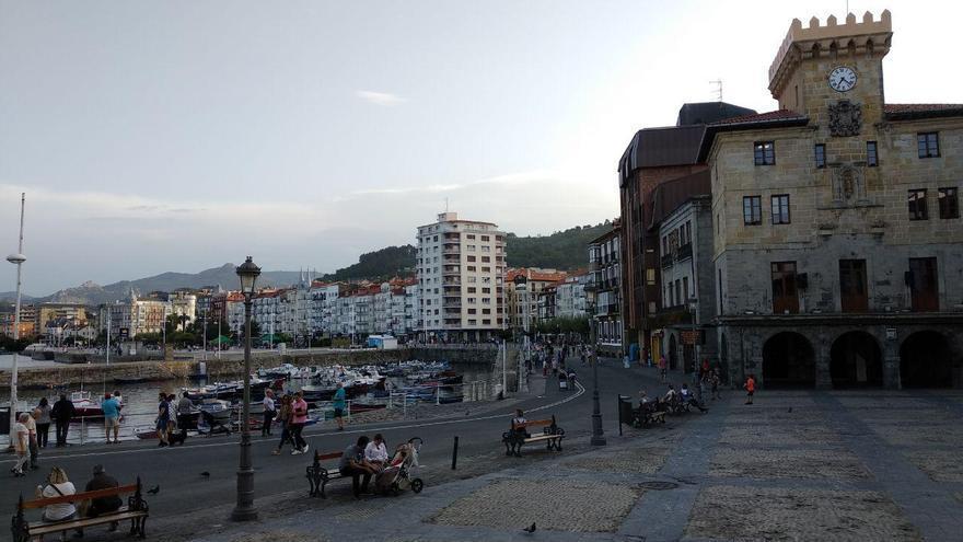 Plaza del Ayuntamiento de Castro Urdiales. | R.A.