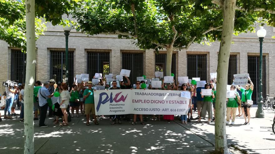 Concentración de opositores a las puertas del Gobierno de Aragón