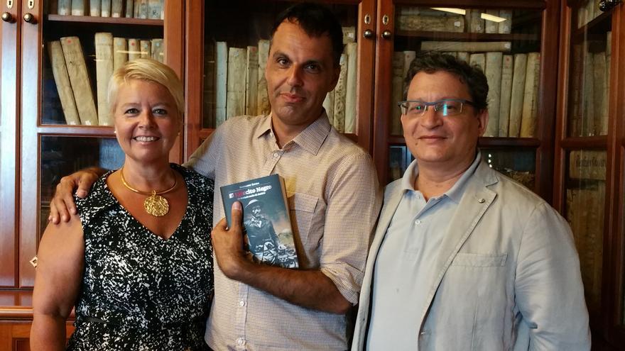 Rosa Aguado, Servando Arrocha e Ignacio Pastor, este jueves. Foto: LUZ RODRÍGUEZ.