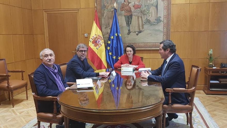 Última reuniión de Magdalena Valerio con los sindicatos y la patronal.