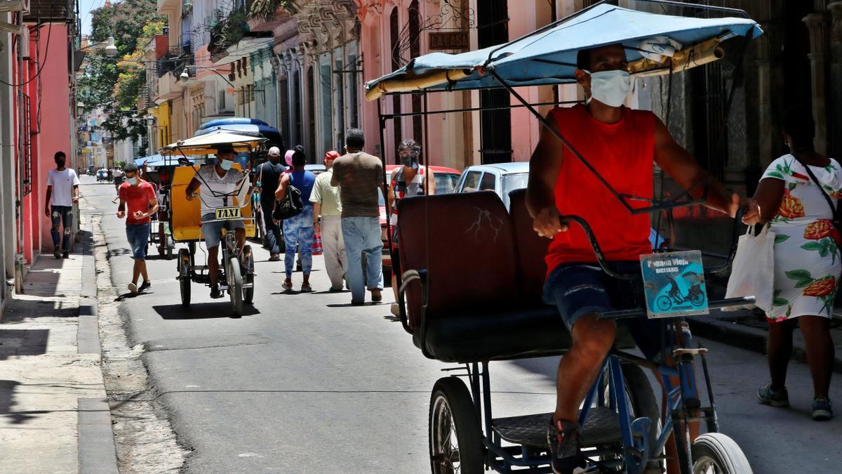 Vista general de una calle en La Habana Vieja este jueves.
