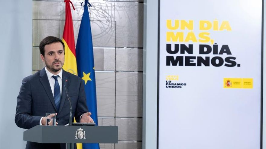 Fotografía facilitada por Moncloa del ministro de Consumo, Alberto Garzón, en una rueda de prensa telemática este miércoles en el Palacio de la Moncloa.