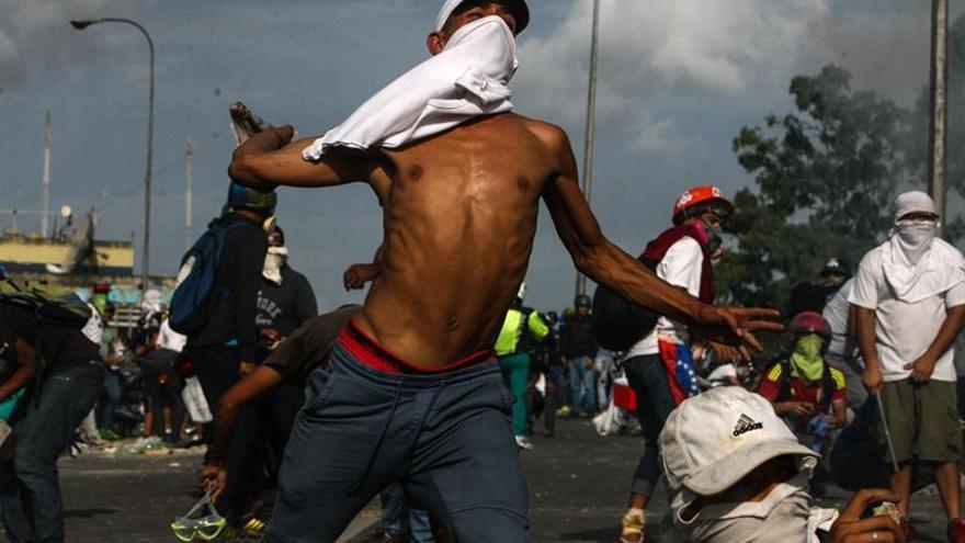 Caracas amanece con protestas y cortes de vías para obstaculizar las marchas