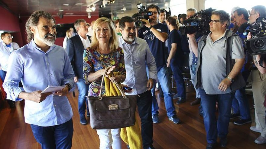 """Las entidades exigen al Govern fijar con """"brevedad"""" fecha y pregunta del referéndum"""