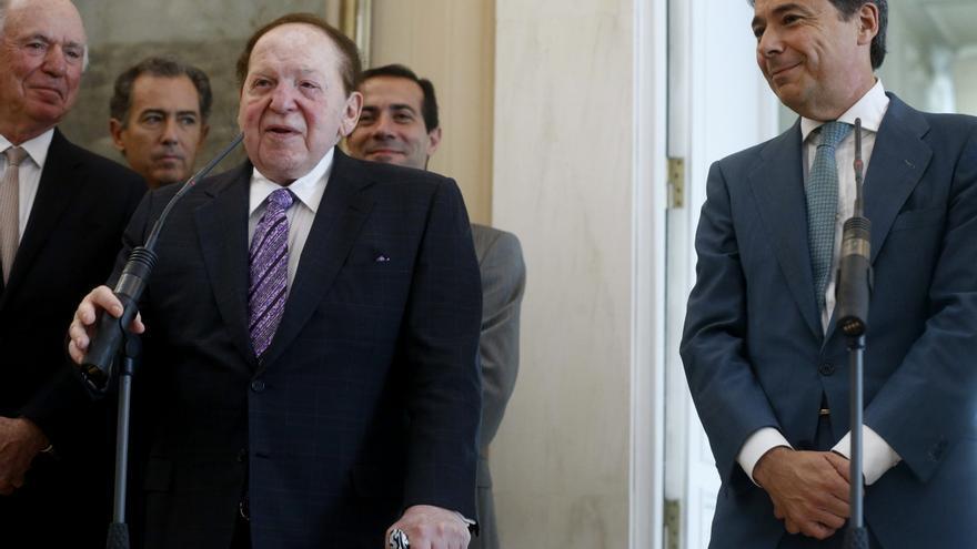 Ignacio González, junto al magnate del juego, Sheldon Adelson. Foto: Europa Press