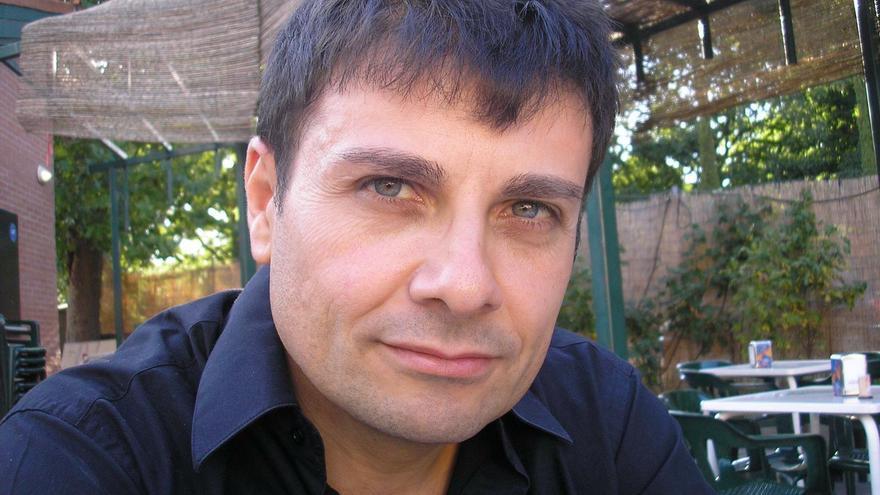 Andrés Valle, concejal por IU de Navalagamella (Madrid) e histórico activista en defensa de los animales
