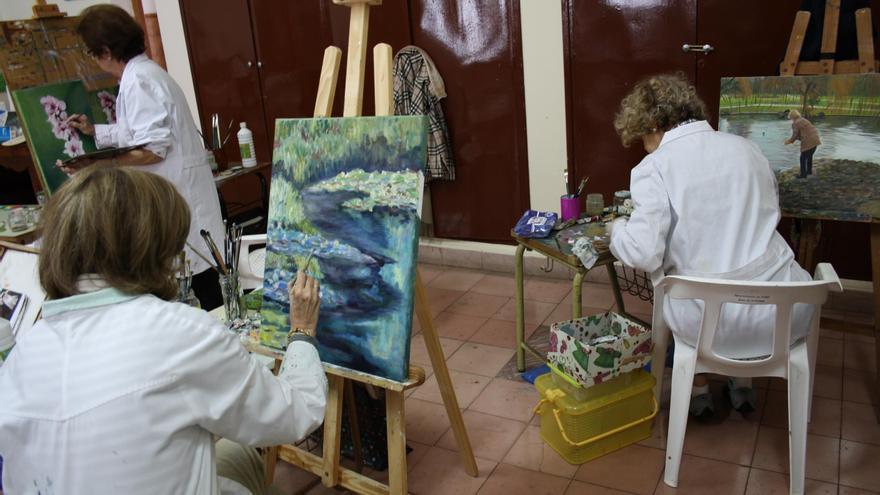 Imagen de archivo de un curso de pintura.