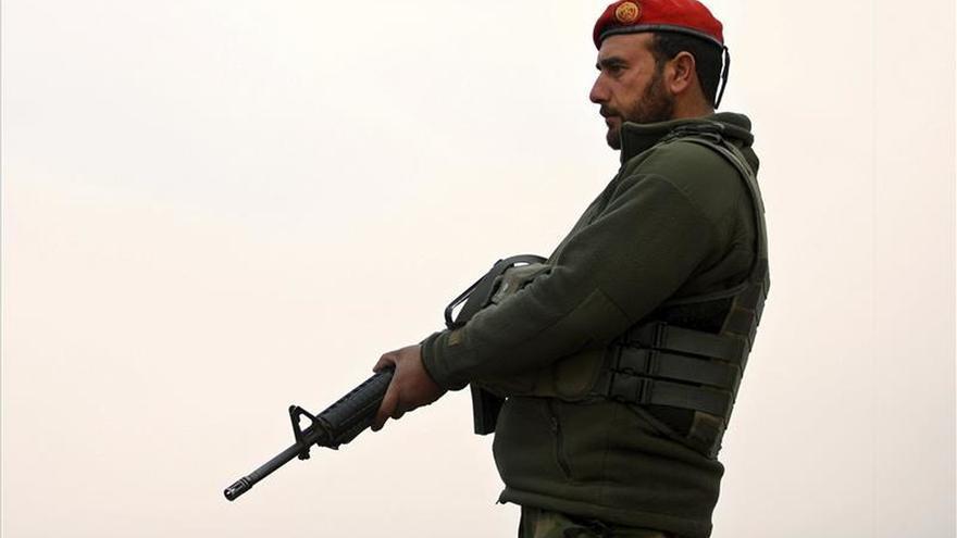 Al menos diez policías mueren en un ataque insurgente en Afganistán