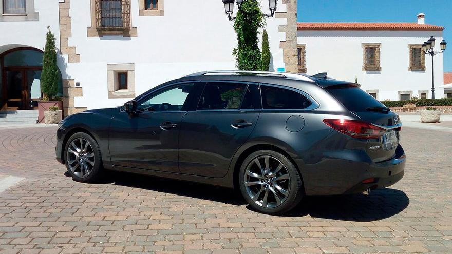 La tonalidad gris metalizada Machine Grey, nueva pintura para el Mazda 6 2017.