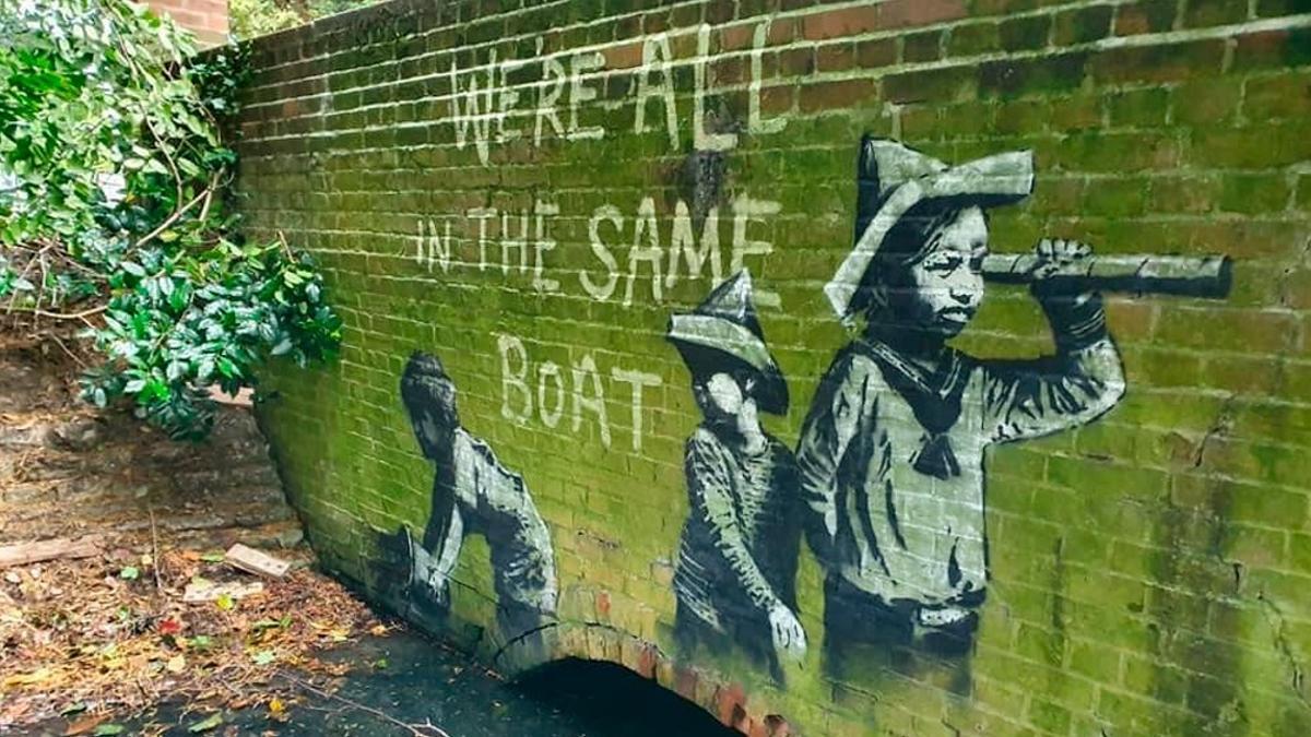 Una de las supuestas obras de Bansky, posteada por la pintora @juliamarysutton en su cuenta de Twitter.