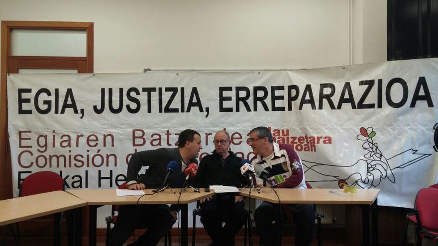 La asociación memorialista 'Lau Haizetara Gogoan' valora la sentencia favorable a la retirada de la simbología franquista.