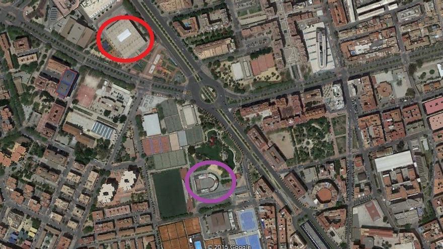 En rojo, el pabellón Príncipe de Asturias donde estará Sánchez; y a 327 metros, en morado, el Auditorium donde estará Iglesias / Google Earth