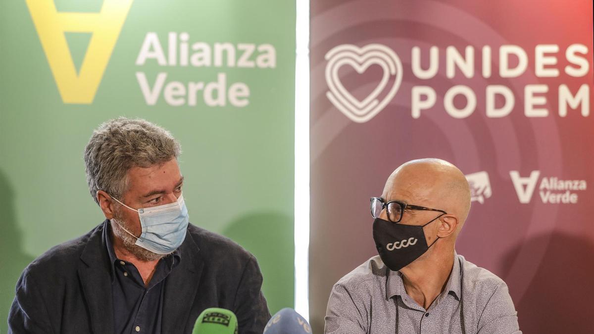 Juantxo López de Uralde y Julià Àlvaro en la presentación de Alianza Verde.