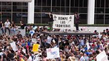 """La comunidad latina se moviliza en Nueva York: """"Aquí estamos y no nos vamos"""""""