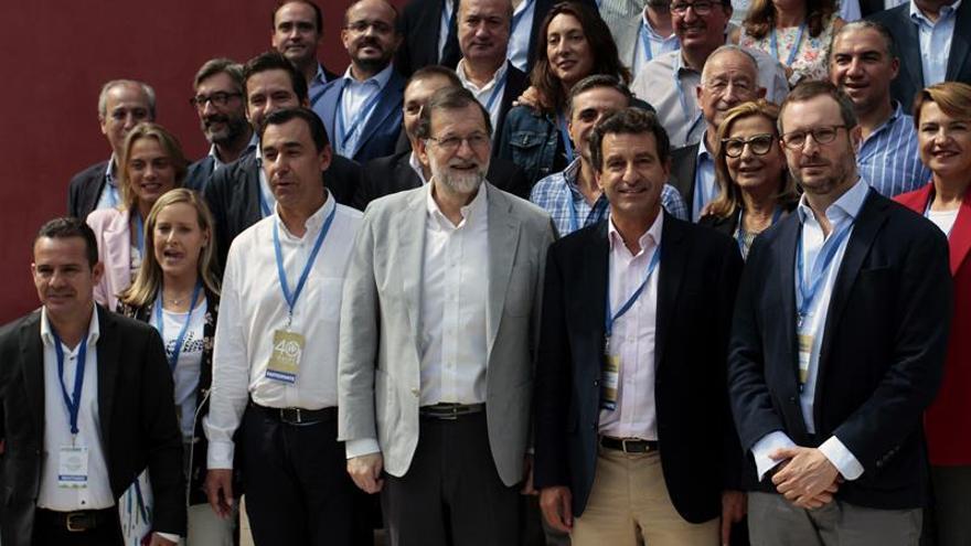 """Rajoy pide al Govern """"parar"""" y que diga públicamente que no habrá referéndum"""