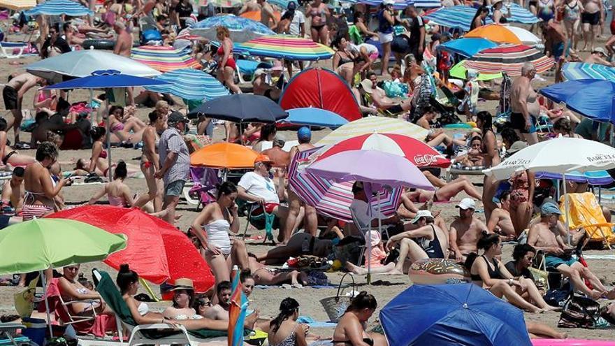 Se reabren tres playas de Valencia y sigue cerrada la de La Pobla de Farnals