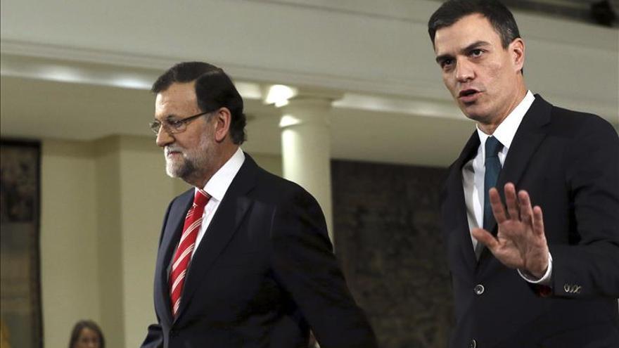 El presidente del Gobierno, Mariano Rajoy, y el secretario general del PSOE, Pedro Sánchez. / Efe