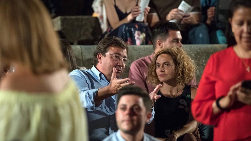 La ministra de Política Territorial y el presidente de la Junta en el Festival de Teatro de Mérida