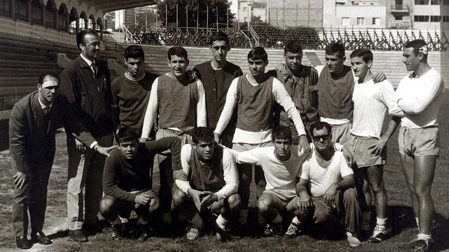 Jugadores, técnicos y directivos tras el accidente de Tarancón ya de vuelta a Tenerife.