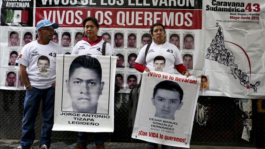 Los padres de los 43 mexicanos desaparecidos esperan respuesta del Gobierno argentino
