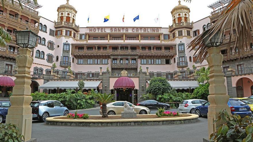Entrada del Hotel Santa Catalina, situado en el parque Doramas. (Alejandro Ramos).