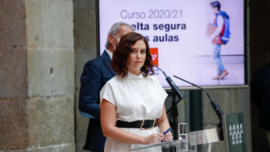 Ayuso se la juega con el inicio de curso: un Gobierno partido en dos y la amenaza de la moción de censura