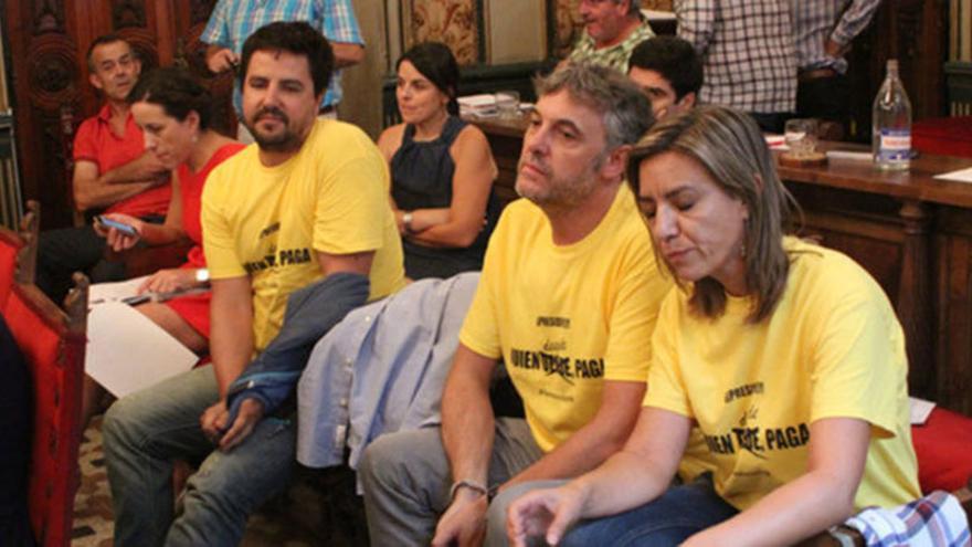 Los trabajadores despedidos, en un pleno de la Diputación Provincial de Salamanca. Foto: tribunasalamanca.com