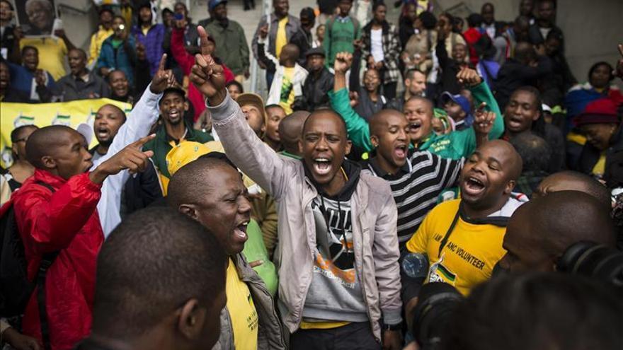 Casi cien jefes de Estado asisten en Sudáfrica al oficio religioso de Mandela