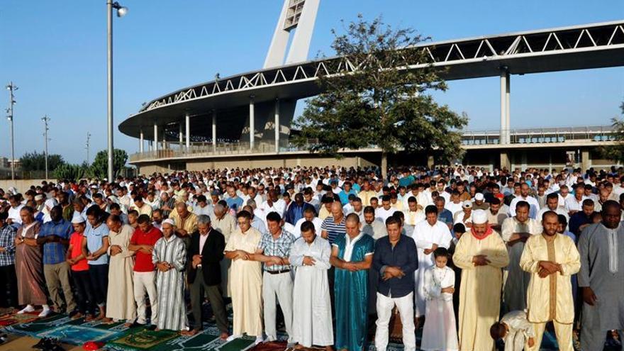 Musulmanes condenan el terrorismo durante la Fiesta del Sacrificio en Almería