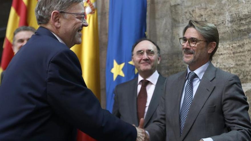 La Fundación Broseta premia a Felipe González y Jacques Delors por la entrada de España en la UE