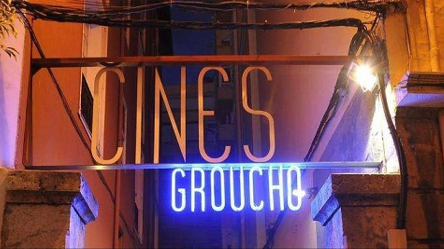 Entrada de los Cines Groucho, en el centro de Santander.