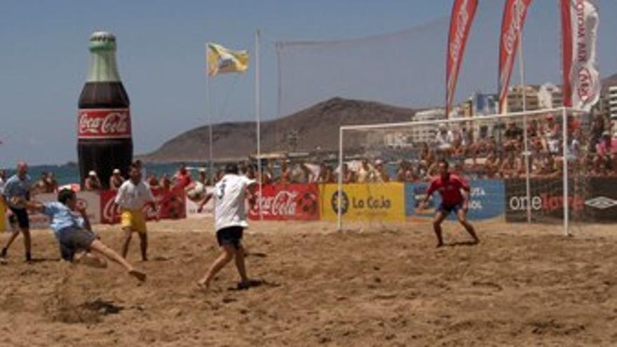 Partido de fútbol playa, en una foto de archivo. (CANARIAS AHORA)