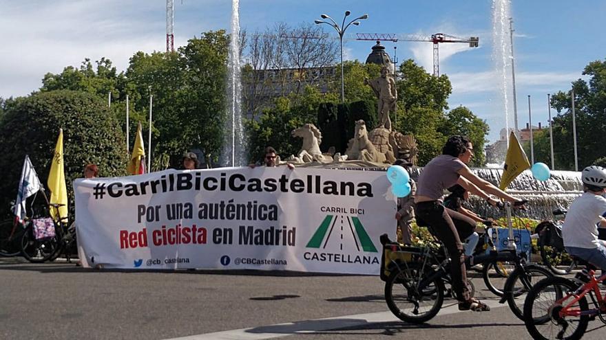 Manifestación ciudadana para pedir un carril bici en la Castellana de Madrid | @CB_CASTELLANA