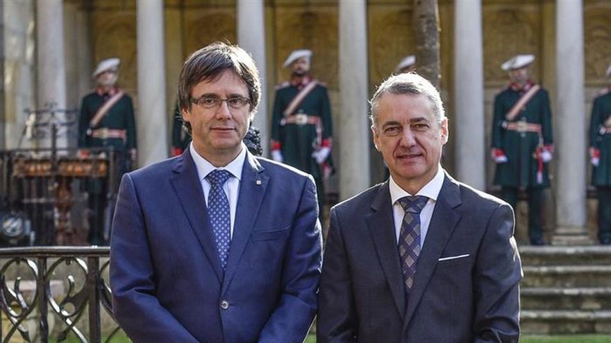Puigdemont respeta la 'vía vasca' pero recuerda la experiencia de Cataluña