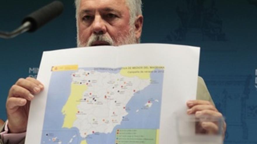 Arias Cañete muestra zonas quemadas