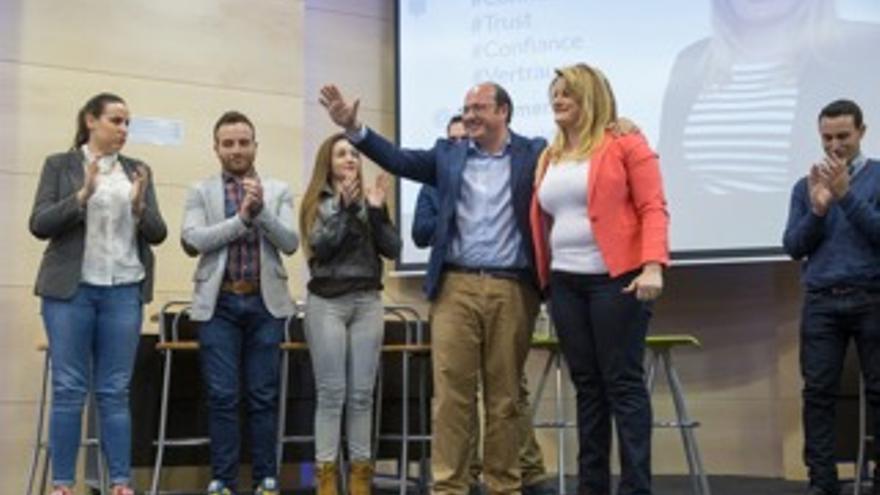 Pedro Antonio Sánchez junto a la candidata del PP en Mazarrón, Alicia Jiménez
