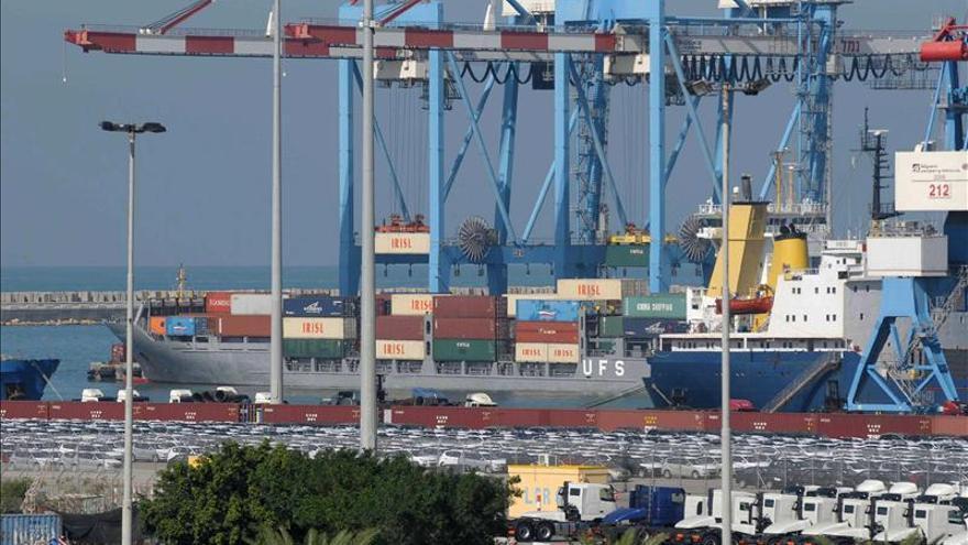 Exportadores de fruta alertan pérdidas millonarias por paro portuario chileno