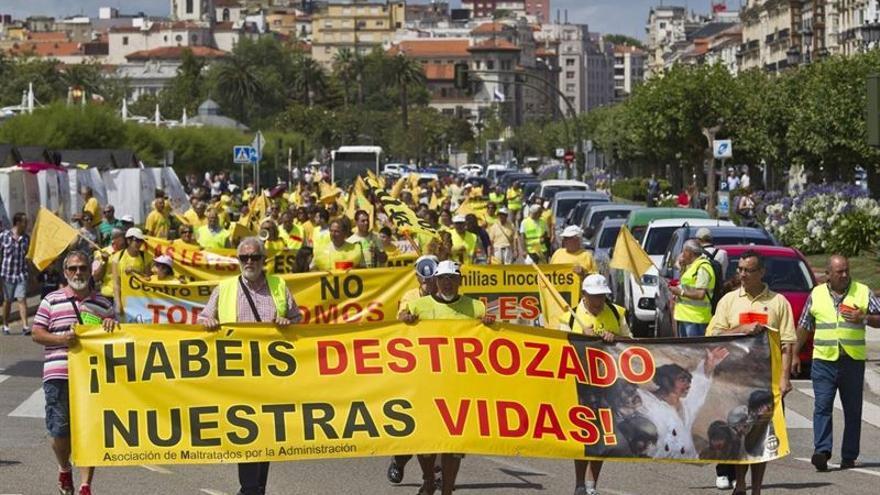 Los propietarios de viviendas con sentencia de derribo en una de sus marchas reivindicativas.