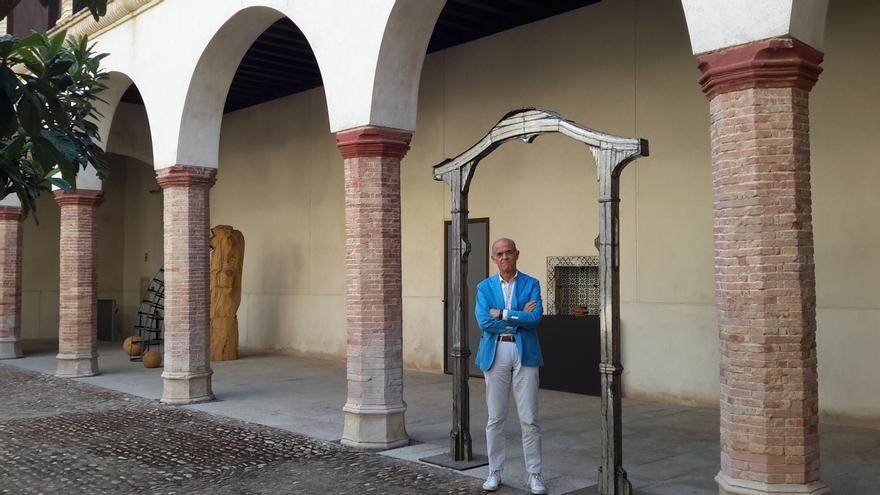 Jesús Carrobles en el antiguo Convento de Santa Fe, donde nació Alfonso X 'El Sabio', hoy sede del Centro de Arte Moderno y Contemporáneo