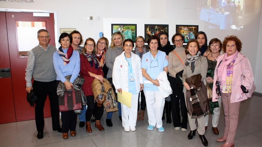 Valdecilla conmemora el 25 aniversario del equipo quirúrgico de enfermería de trasplantes con una exposición fotográfica