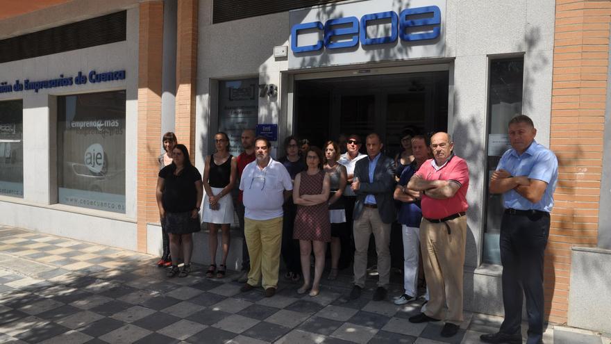 Minuto de silencio en CEOE Cepyme Cuenca